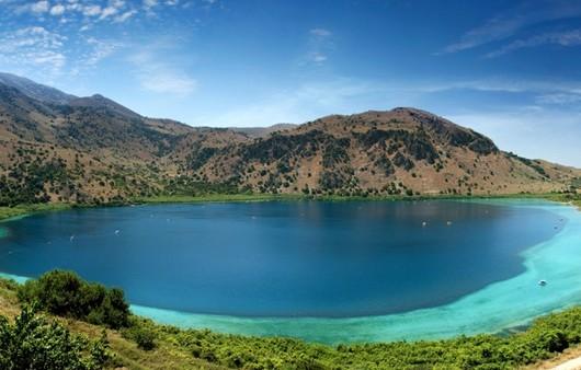 Горы и райское озеро