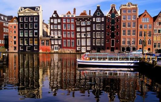 Фотообои Амстердам Нидерланды улочка возле набережной