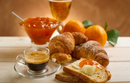 Стол накрытый для английского завтрака