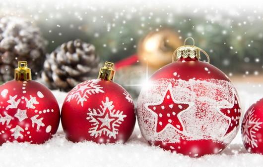 Новогодние красные шары
