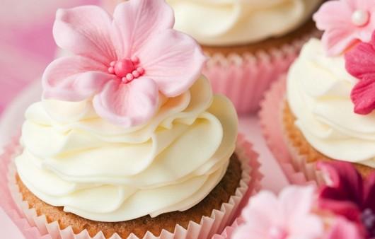 Сладкий десерт с ванильным кремом
