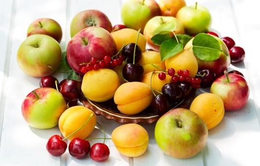 Блюдо с фруктами