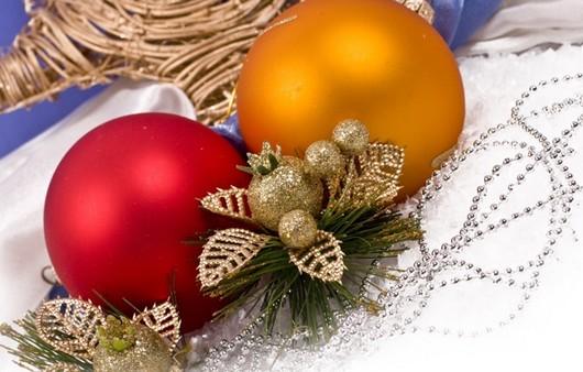 Рождественские разноцветные шары