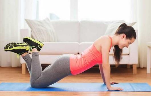 Упражнения на полу для ягодиц