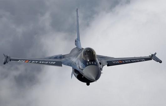 Полёт истребителя в облаках