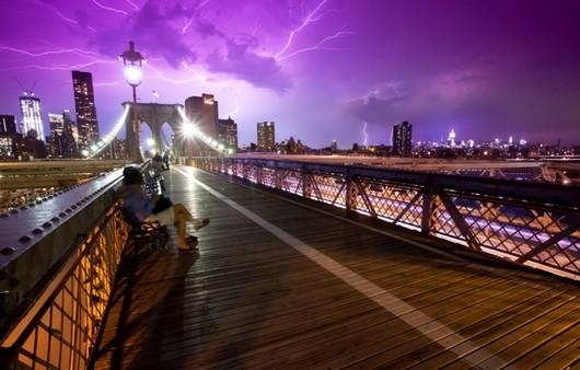 Мост в нью Йорке под раскатами грозы