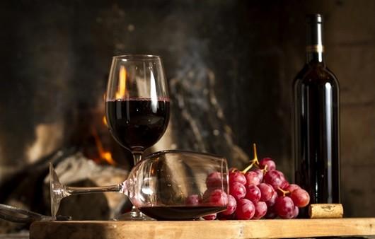 Красное вино и виноград