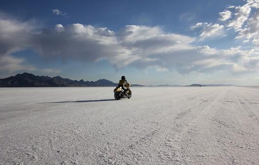 Пустыня и мотоциклист