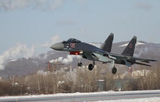 Российский истребитель СУ-35 с