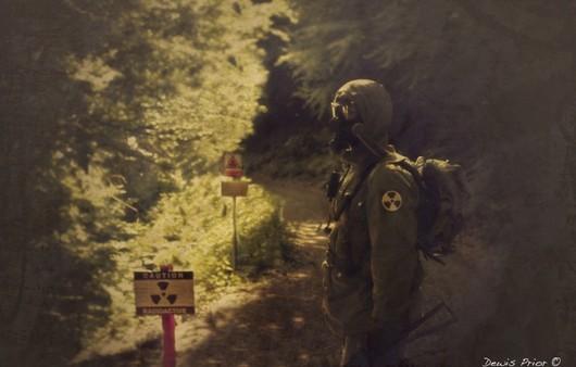 Фотообои Человек сталкер в радиационном костюме