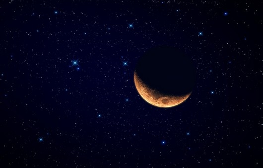 Месяц на звёздном небе