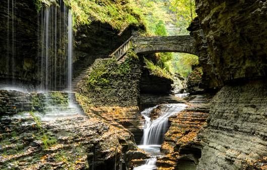 Скалы в США парк в Нью -Йорке Watkins Glen State Park