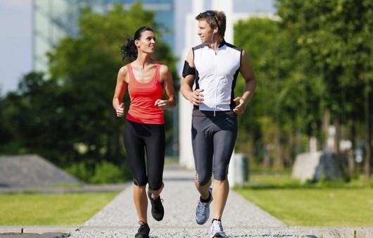 Фотообои Мужчина и женщина на пробежке