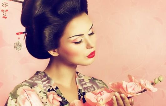 Девушка китаянка в национальной одежде