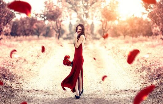 Девушка вамп в красном