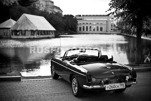 Фотообои Автомобиль на озере