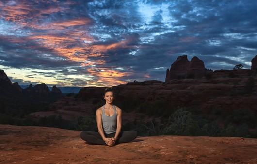 Йога в горах под открытым небом