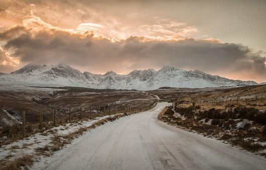 Фотообои Снежная дорога в горы