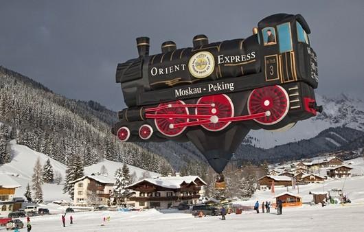 Воздушный шар в виде паровоза в Австрии,Зальцбург
