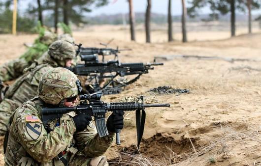 Солдаты в окопе на ученьях