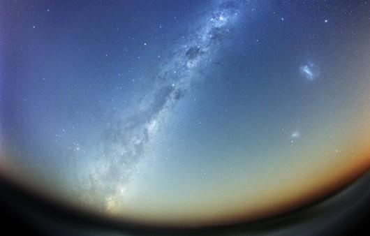 Магеллановы облака вид из иллюминаторы космического корабля