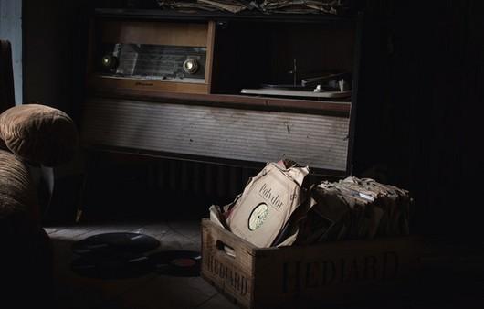 Старинный проигрыватель с пластинками