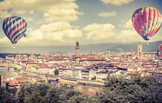 Воздушные шары над городом