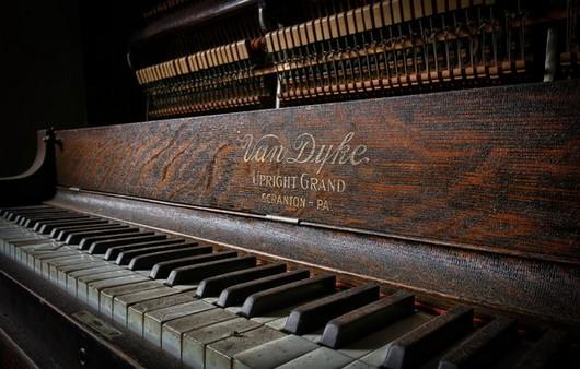 Фортепиано с инкрустацией