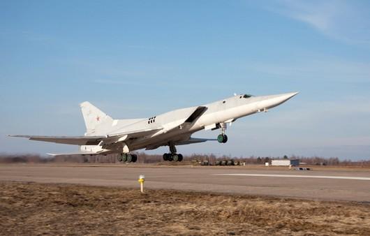 Сверхзвуковой ракетоносец-бомбардировщик ТУ-22М3 на взлёте