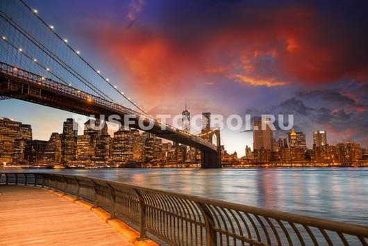 Красивый закат на набережной в Нью-Йорке