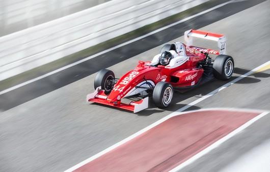 гоночный автомобиль на формуле мастер