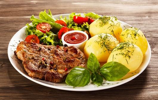 Фотообои Бефстроганов с картофелем и зеленью