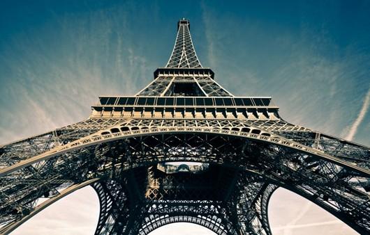 Фотообои Эйфелева башня с бликами