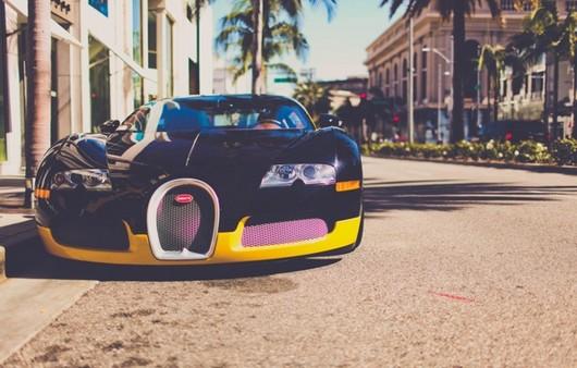 Bugatti на улицах Калифорнии