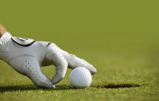 Щелчок по мячику для гольфа