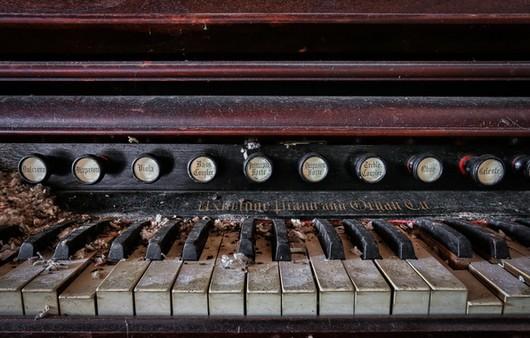 Рассохшиеся клавиши фортепиано