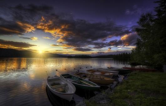 Заход солнца на реке
