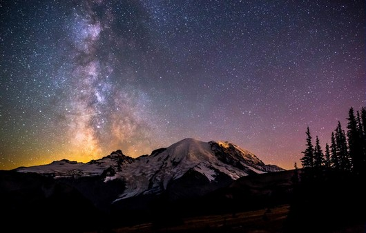 Звёздное небо над снежными вершинами