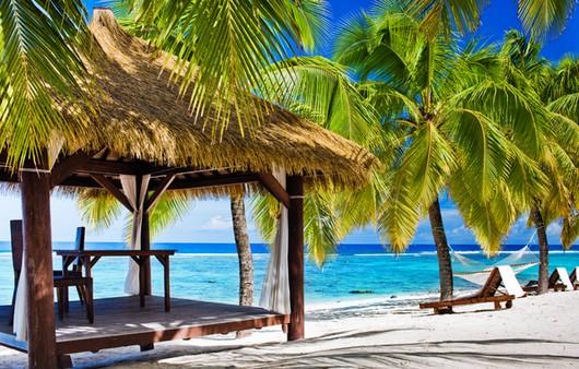 Фотообои Беседка из пальмовых листьев на пляже