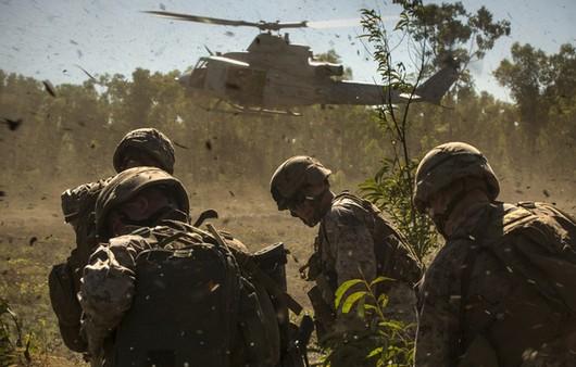Фотообои Экипированные солдаты десантники