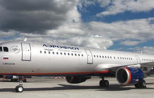 Пассажирский самолёт перед взлётом