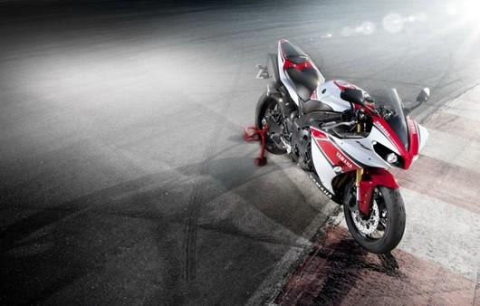 Фотообои Мотоцикл Ямаха красного цвета
