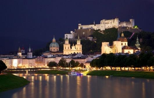 Вид монастыря ночью
