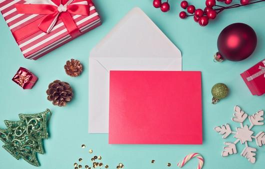 Новогодняя открытка с украшениями