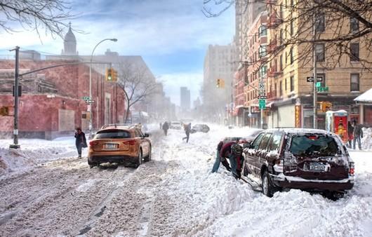 Сугробы на Нью-йоркских улицах