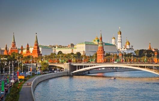 Москва -река на фоне кремля