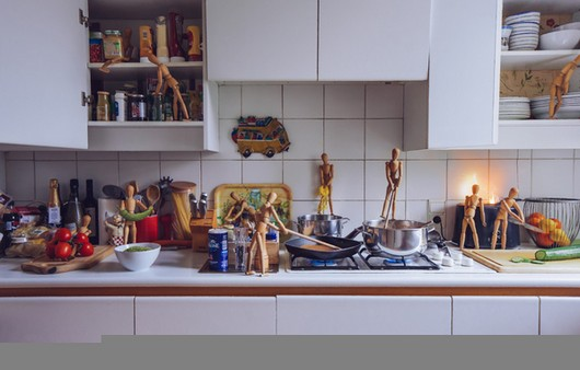 Деревянные человечки на кухне IKEA