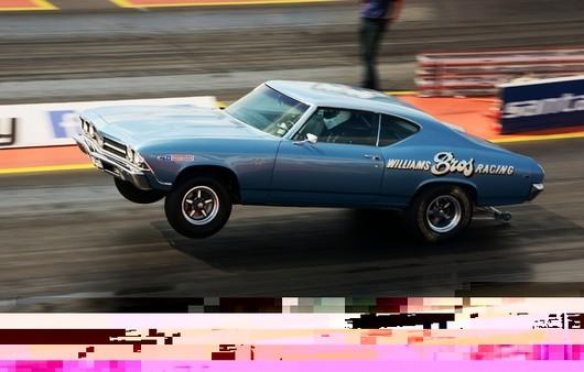 Автомобиль мускул кар голубого цвета