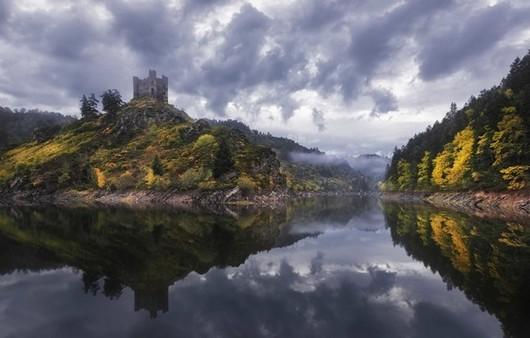 Фотообои Отражение французского замка в озере