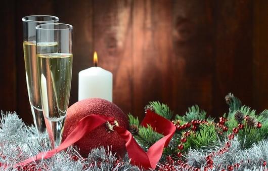 Новогоднее шампанское при свечах